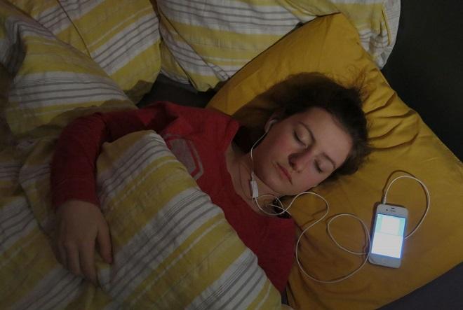 Danger de s'endormir avec ds écouteurs