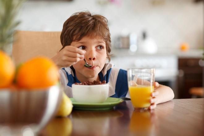 petit déjeuner enfant lutter obésité