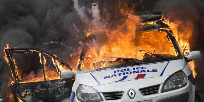 voiture police incendiée