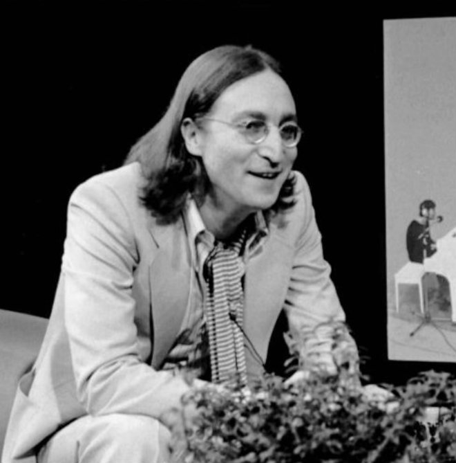 John Lennon nez crochu