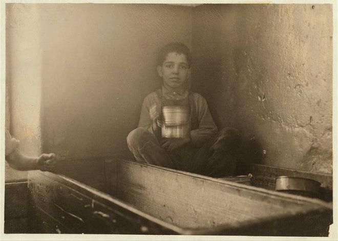 enfant 5 ans bacs vaisselle
