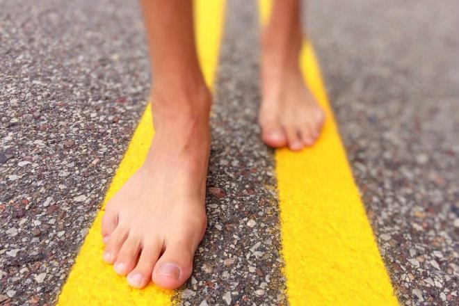 marcher pieds nus