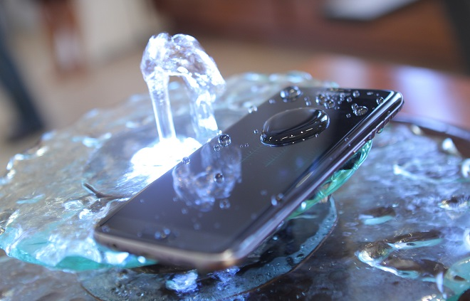 galaxy-s7-s7-edge-waterproof