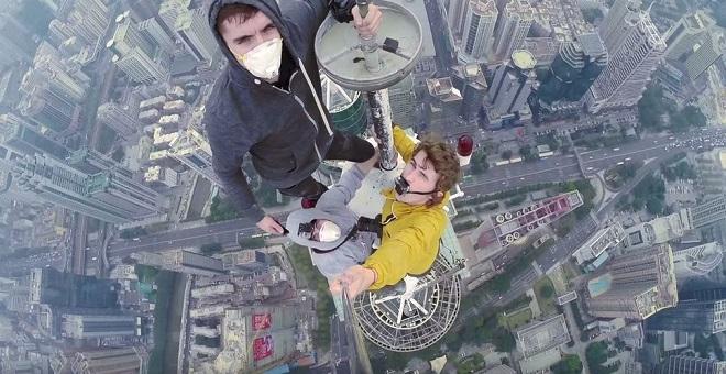 Selfie vertigineux gratte ciel Chine